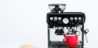 Schwarze Kaffeemaschine