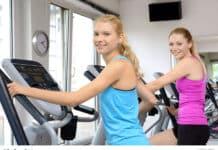 Fraen beim Wär op Crosstrainer am Fitnessclub